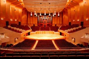 音響的にベストな位置はコンサートホールまん中ですよ