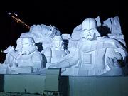 最終的な調整を経てようやく雪像は本番を迎えます