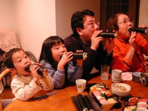 恵方巻きは福を巻き込むとの由来から巻き寿司なのです
