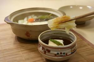 ベースをめんつゆにすれば、色んな湯豆腐タレが出来る