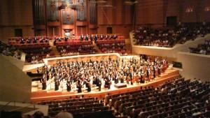 オーケストラとは別働隊で演奏する金管楽器をバンダと言います