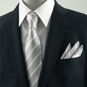 婚礼や葬式で着るダークスーツを入学式で着るのは問題なし