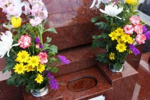 お供えするお花を贈る場合はお仏壇用のお花を贈ります