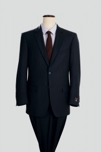 基本的にはスーツの模様は無しと言うのが入学式の基本