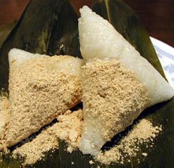 笹の中にもち米を入れて炊いたものにきなこが最高!