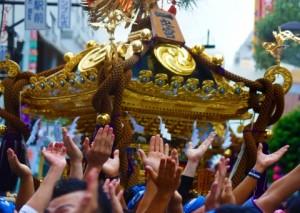 浅草寺の裏には100基ものお神輿が集結しています!