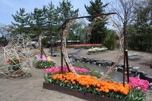 池の中に花壇があり想像が難しい程ロマンチックですね