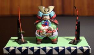 兜や人形を玄関に飾った風習が町人まで広まったのです