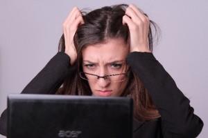 自律神経がストレスで乱れると胃痛の原因になります。