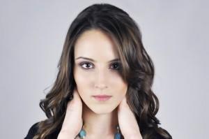クレイでの洗顔は肌を傷つけず毛穴の汚れを除去します